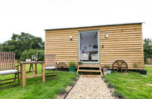 Last Minute Cottages - Rosemary, Buttercup Barn Retreats