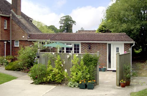 Last Minute Cottages - Luxury Haywards Heath Cottage S3165