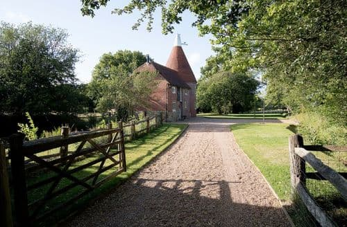 Last Minute Cottages - Bakers Farm Oast, Ticehurst