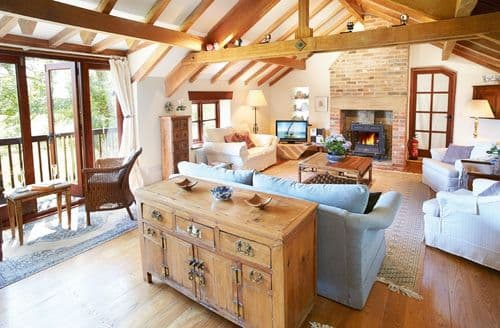 Last Minute Cottages - Cosy Burton Bradstock Cottage S44639