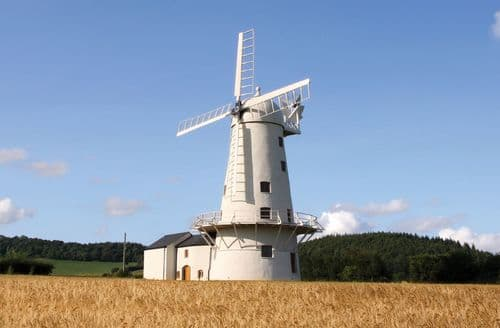 Big Cottages - Llancayo Windmill, Llancayo, near Usk