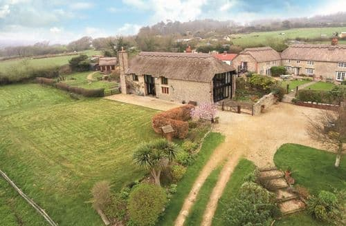 Last Minute Cottages - Champernhayes Barn, Wootton Fitzpaine, Nr Lyme Regis