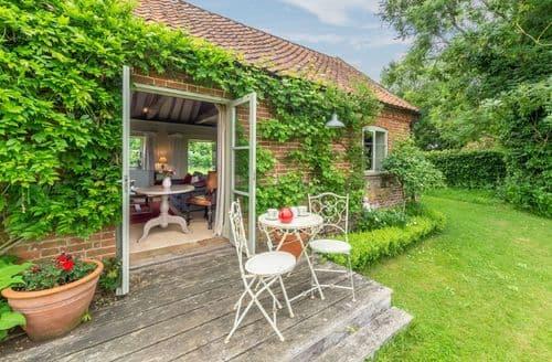 Last Minute Cottages - Adorable Oulton Cottage S41513