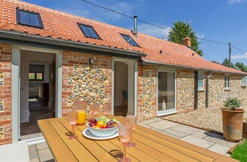 Last Minute Cottages - Tasteful Syderstone Cottage S106035