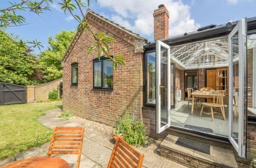 Last Minute Cottages - Stunning Hindringham Cottage S85226
