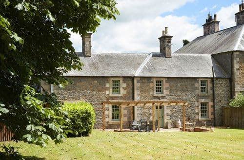 Last Minute Cottages - Courtyard House, Kelso
