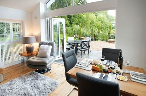 Last Minute Cottages - Nos Da, Llanilid, Pencoed, Bridgend
