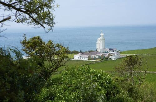 Last Minute Cottages - Gurnard Cottage, St Catherines Lighthouse, Niton, Ventnor