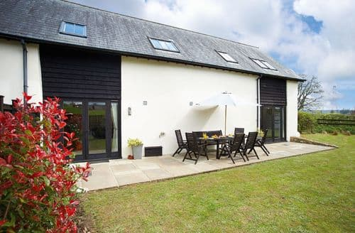Last Minute Cottages - Lower Curscombe Barn, Feniton