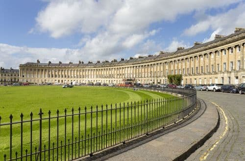 Last Minute Cottages - The Royal Crescent Garden Apartment, Bath