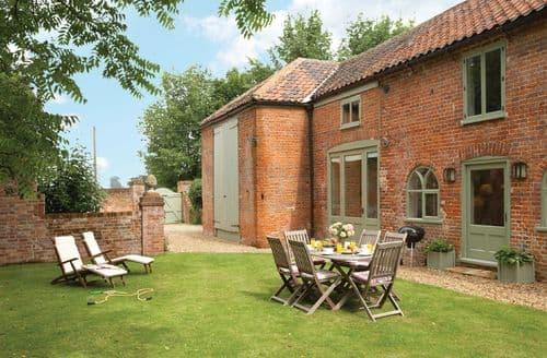Last Minute Cottages - Cosy Banningham Cottage S41577