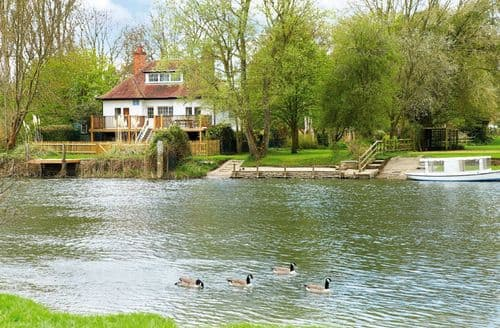 Last Minute Cottages - Chalmore Hole Ferry House, Wallingford