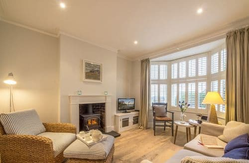 Last Minute Cottages - Sea Holly, Hythe