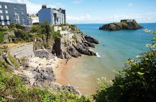 Dog Friendly Cottages - Lovely Tenby Cottage S41650