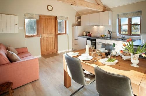 Last Minute Cottages - Beautiful Preston Wynne Cottage S74677