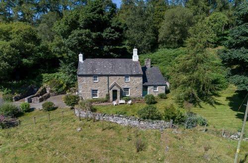Last Minute Cottages - Beautiful  Cottage S41615