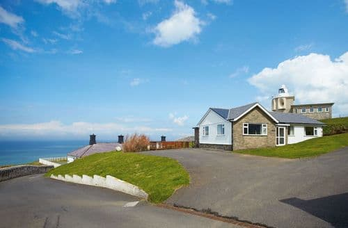 Last Minute Cottages - Sherrin, Bull Point Lighthouse, Mortehoe, Woolacombe