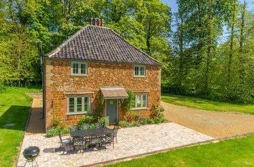 Last Minute Cottages - Cosy Kings Lynn And West Norfolk Cottage S104373
