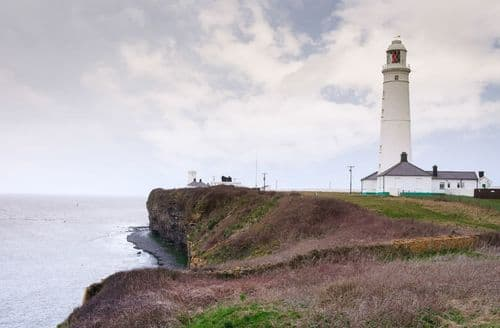 Last Minute Cottages - Stella, Nash Point Lighthouse, Marcross, Llantwit Major
