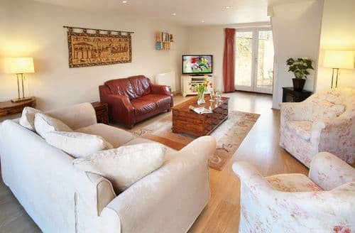 Last Minute Cottages - Luxury Kingham Cottage S44858