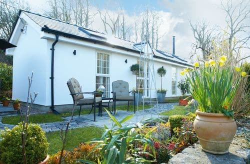Last Minute Cottages - Adorable Bridgend Cottage S50076