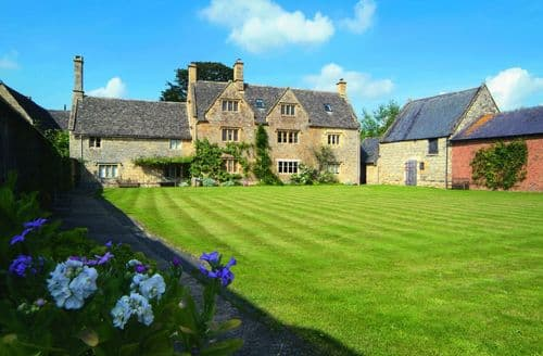 Last Minute Cottages - Willington Farmhouse, Willington, near Shipston on Stour