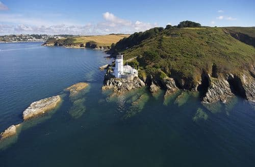 Last Minute Cottages - Sally Port Cottage, St Anthony's Lighthouse, St Mawes, Truro