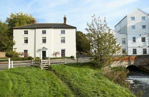 Last Minute Cottages - Beautiful Buxton Cottage S42564
