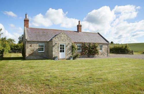 Big Cottages - Quaint Wark Cottage S41674