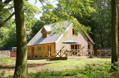 Dog Friendly Cottages - Attractive Ashby De La Zouch Lodge S44848