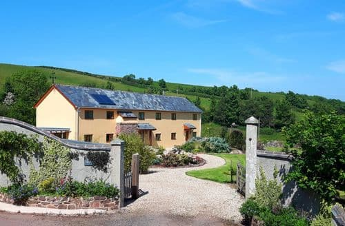 Last Minute Cottages - Luxury Hollacombe Cottage S41700