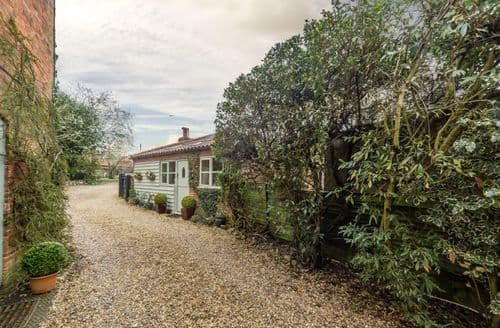 Last Minute Cottages - Holland House Barn