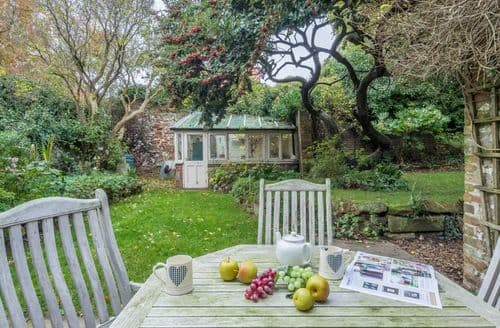 Last Minute Cottages - Aviaries Barn
