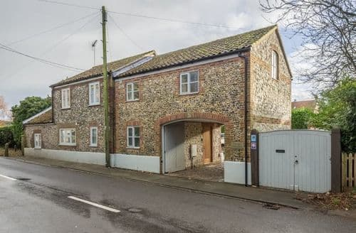 Last Minute Cottages - Superb Brancaster Staithe Cottage S71333