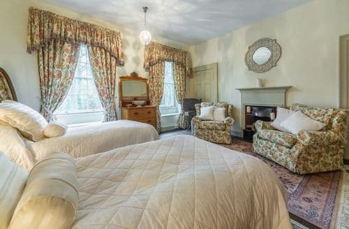 Last Minute Cottages - Holland House