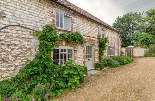 Last Minute Cottages - Captivating Thornham Cottage S104512