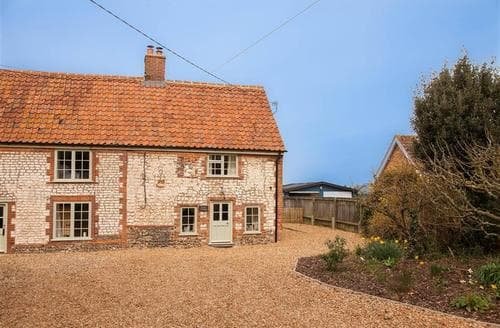Last Minute Cottages - Tasteful Thornham Cottage S71296