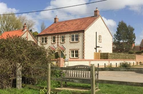 Last Minute Cottages - Gorgeous Thornham Cottage S71273