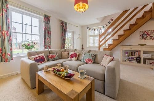 Last Minute Cottages - Attractive Thornham Cottage S96964
