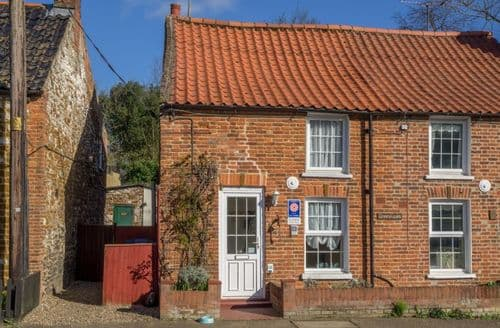 Last Minute Cottages - Lovely Sedgeford Cottage S71257