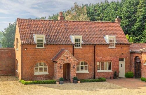 Last Minute Cottages - Old Hall Cottage