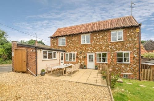 Last Minute Cottages - Cosy Sedgeford Cottage S71181
