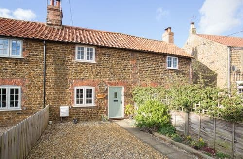 Last Minute Cottages - Inviting Heacham Cottage S75476