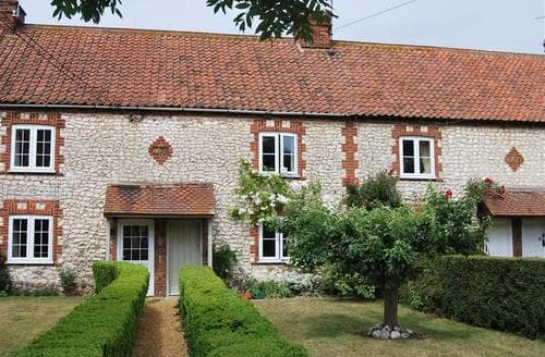 Last Minute Cottages - Wonderful Thornham Cottage S71147