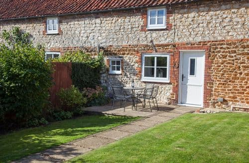 Last Minute Cottages - Inviting Sedgeford Cottage S71371