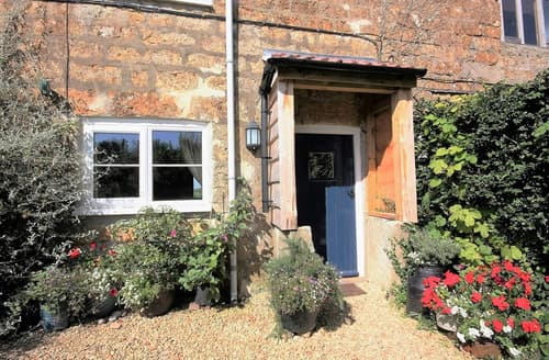 Last Minute Cottages - Little Perhay