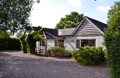 Last Minute Cottages - Adorable Pilley Cottage S102130