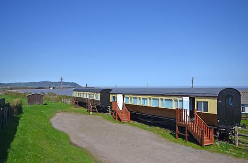 Last Minute Cottages - Railway Carriage