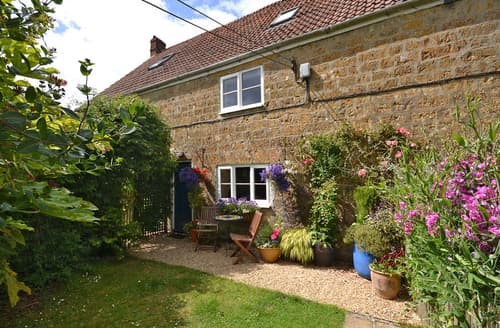 Last Minute Cottages - Perhay Cottage