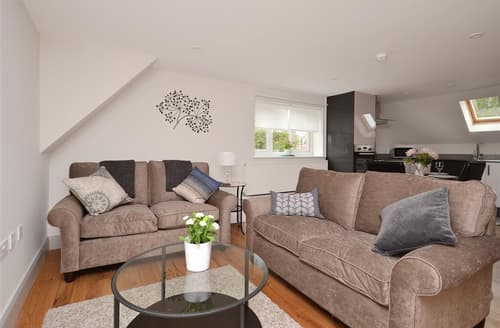 Last Minute Cottages - Inviting Brockenhurst Apartment S101832